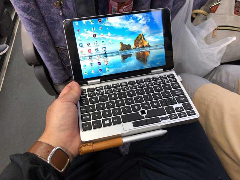 揺れるバスの中でもペンをしっかりホールド