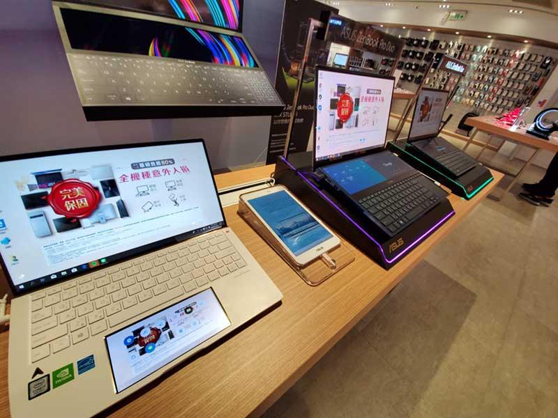 ASUSの2画面ノートPCシリーズ