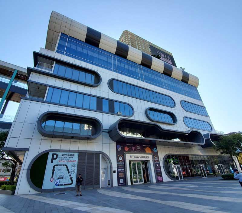 建物も綺麗で最新機器が多いのは「創生活園區(三創デパート)」