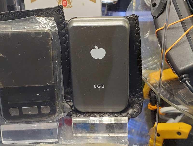 見た目は小さなiPhoneですが
